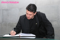Ioannis Charalampidis (Office of Eleni Theocharous MEP) signs Genocide commemoration book