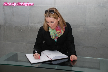 Mary Panousi (Office of Eleni Theocharous MEP) signs Genocide commemoration book