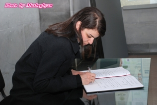 Leoni Ayoub (Office of Eleni Theocharous MEP) signs Genocide commemoration book