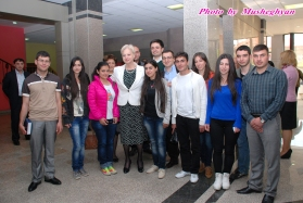 Dr Eleni Theocharous with university students